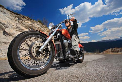 骑摩托车是一种习惯,与收入无关。