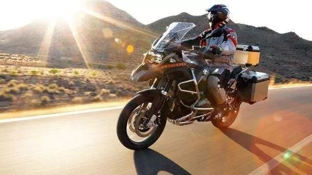 骑摩托车本来就是一件很美好的事情,为什么