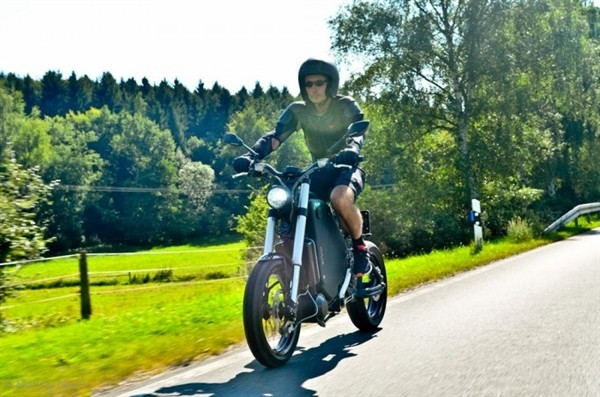 德国造最快量产电动摩托:极速115公里/小时