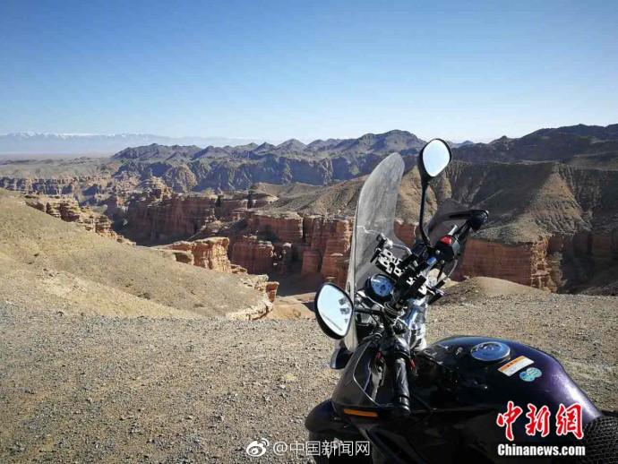 """骑着摩托游五国!自驾达人:喜欢""""在路上""""的感觉"""