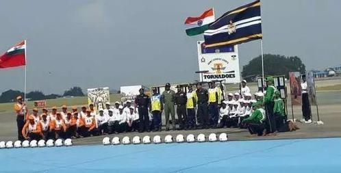 印度开挂新高度!摩托运58人再创世界纪录