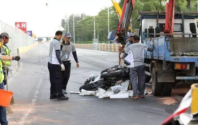 澳门摩托车赛现严重事故 车手不幸身亡