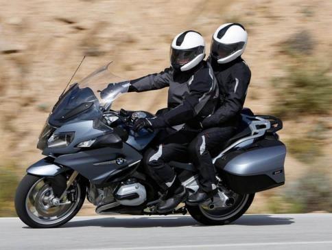 用买奥迪A6的价钱去买一辆宝马摩托车,值吗