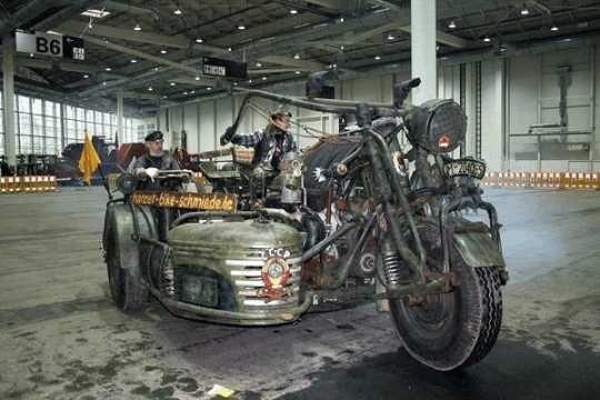 """世界上最大的摩托车,仅一辆,用苏联""""坦克引擎""""当发动机"""