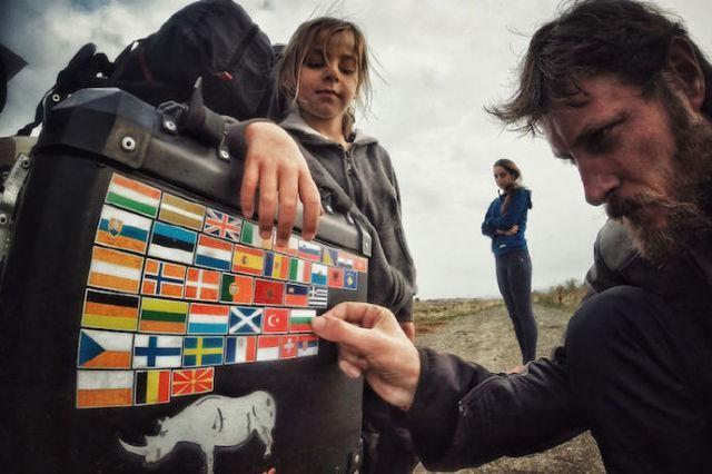 坐摩托环游世界41个国家,行驶28000公里,他才4岁