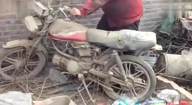 外出务工,摩托车长期闲置,一分钟教你如何防止爱车变废铁。