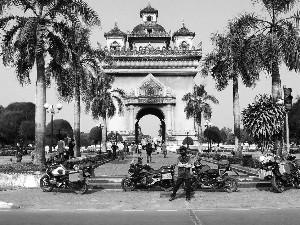 """20天,4个""""摩托男孩""""玩转老挝泰国"""