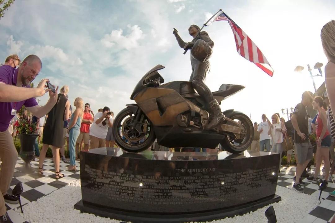 海登的纪念铜像在其美国家乡揭幕