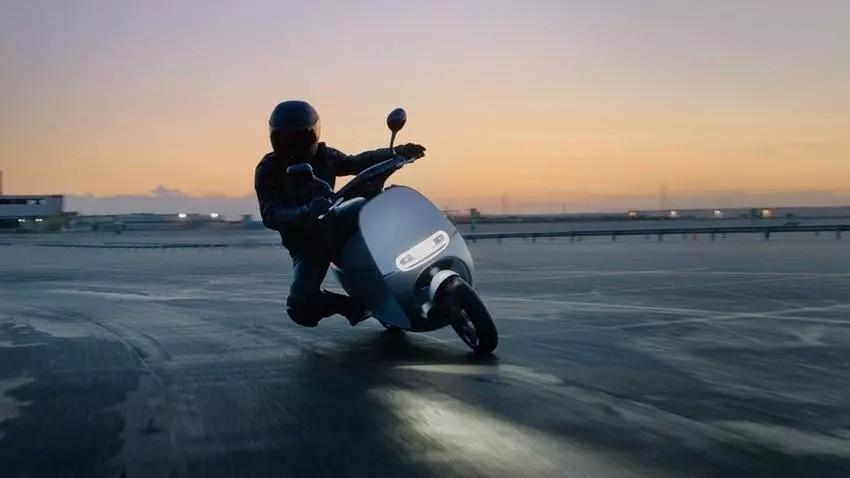 电动小踏板急速轻松达到100Km/h以上,千万别小看了电动车