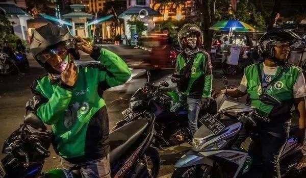 """""""网红""""印尼总统,一位摩托车狂爱分子,带"""
