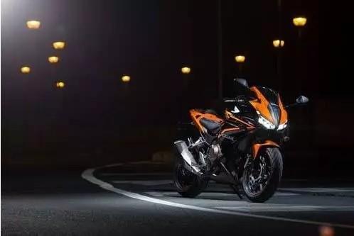 Ninja400、CBR500R直线加速、极速视频对比,看看是谁跑出195极速!