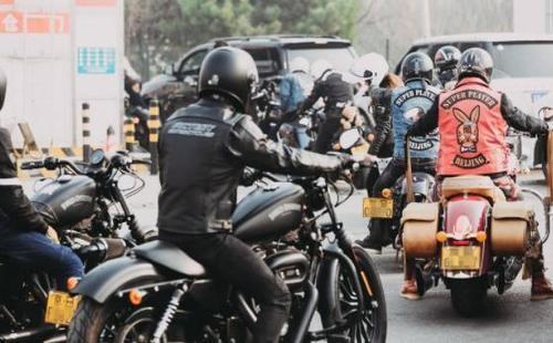 在禁摩的年代摩托车加油越来越难?加油站员