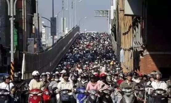 够直接!台湾不禁摩,但2035年将禁售燃油摩
