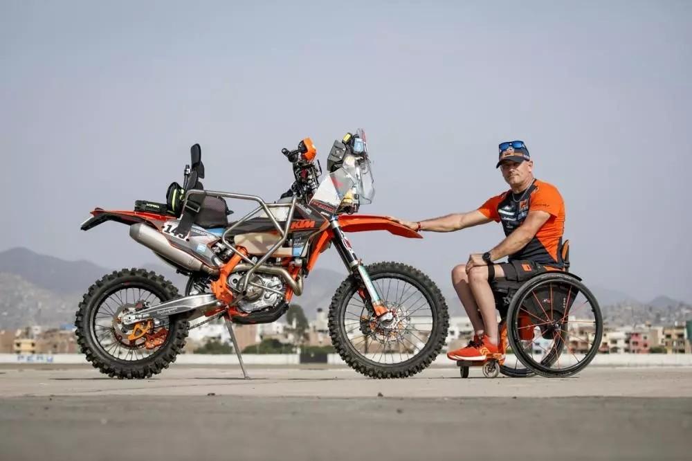 残疾车手杜托在达喀尔的第一天比赛