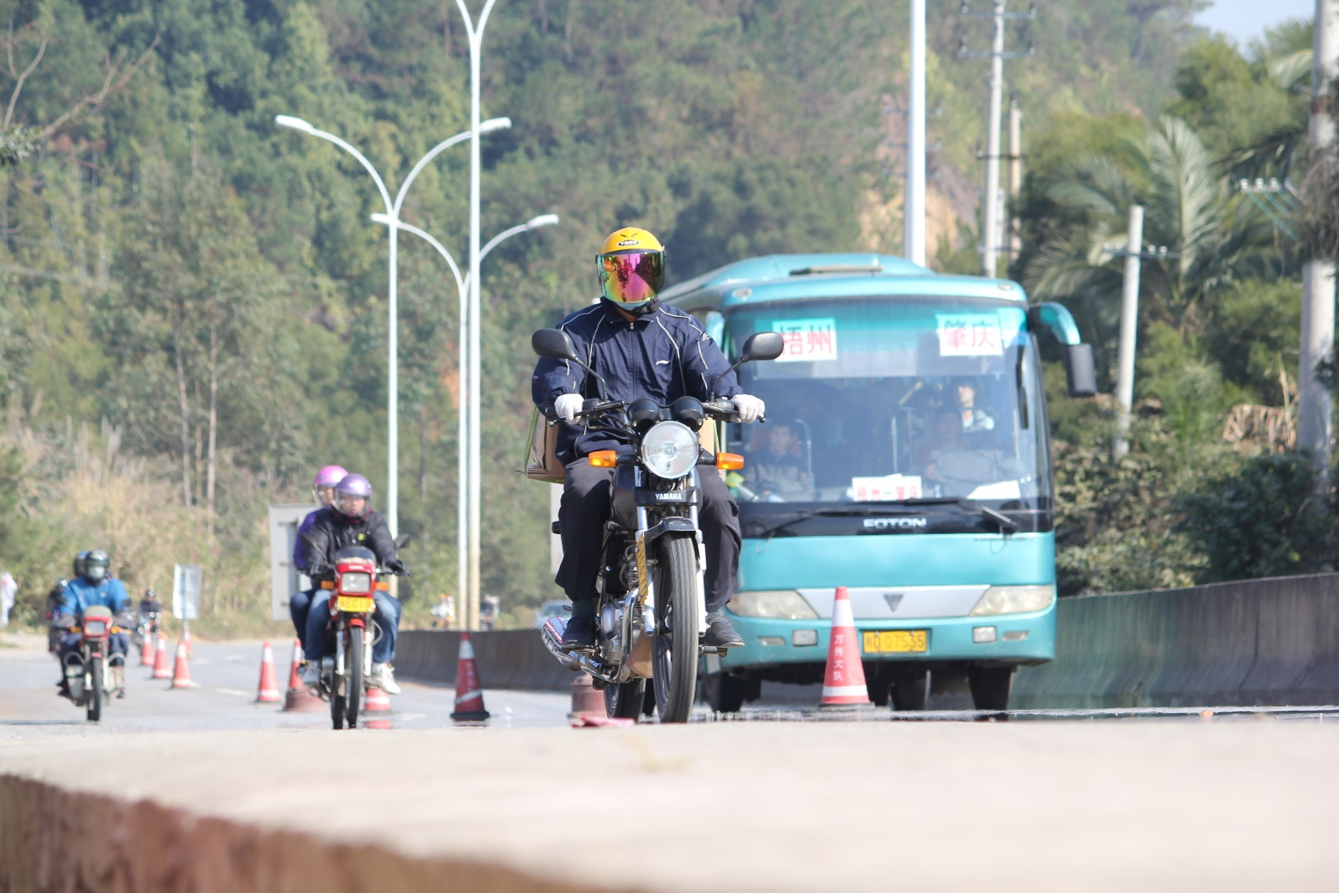议一下摩托车安全驾驶中的两个伪命题。。。