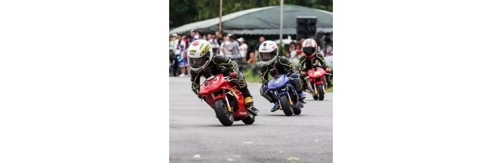 现在的孩子太幸福,因为他们可以这样骑摩托!