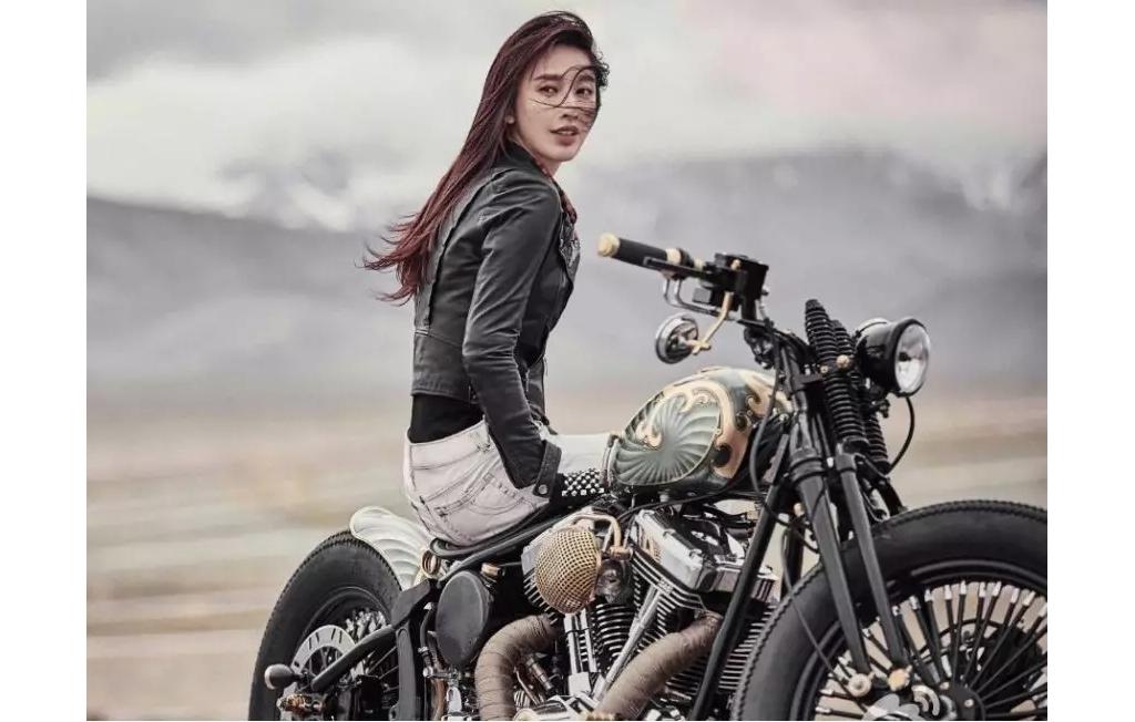 女孩骑摩托帅爆!果然女生帅起来就没男生什么事了