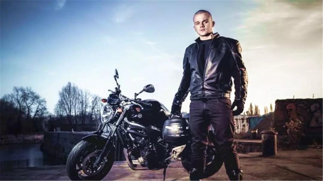 丝袜�y��y�$_摩托车保险保什么范围呢 摩托车强行保险可保几人
