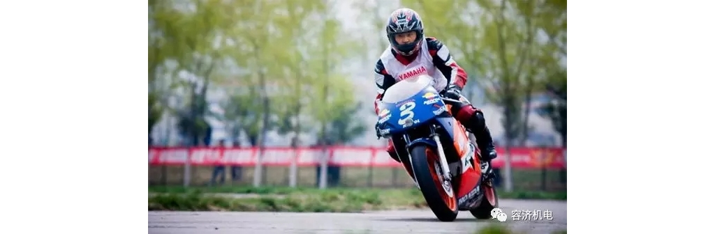 """""""逆操舵""""是国外摩托车驾驶培训中必学的一项技能!"""