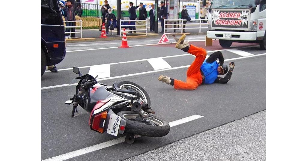 别让摔车意外找上你!摩托车骑士必备技巧完整公开!
