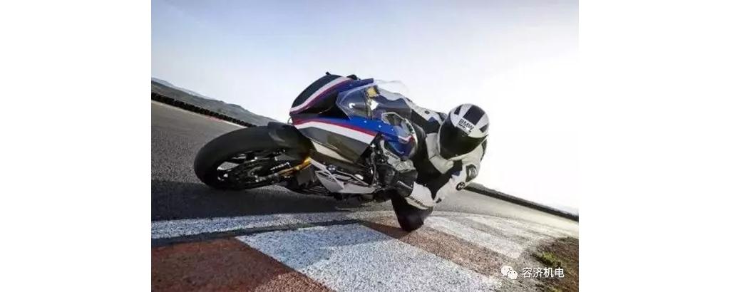 """驾驶摩托车不要钱的""""补油""""方法,你会么?"""