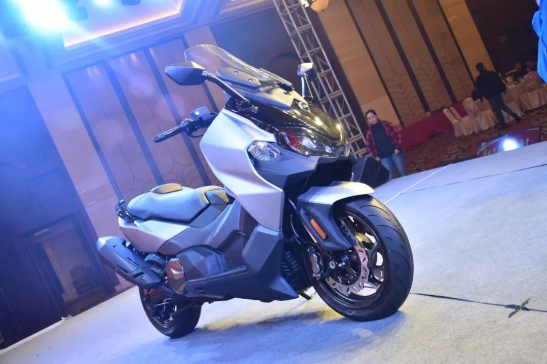 和T-MAX竞争的三阳465cc双缸运动大绵羊将在年底上市,售价或将6-7万元之间?