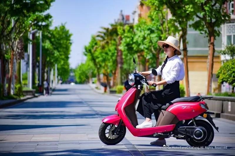 号外!上海首台蓝牌电动轻便摩托