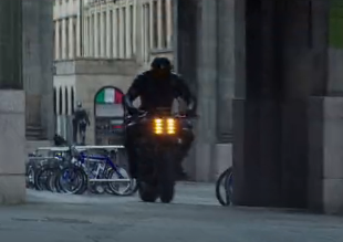 《速度與激情之兩個光頭》  這是什麼摩托車變形神技?