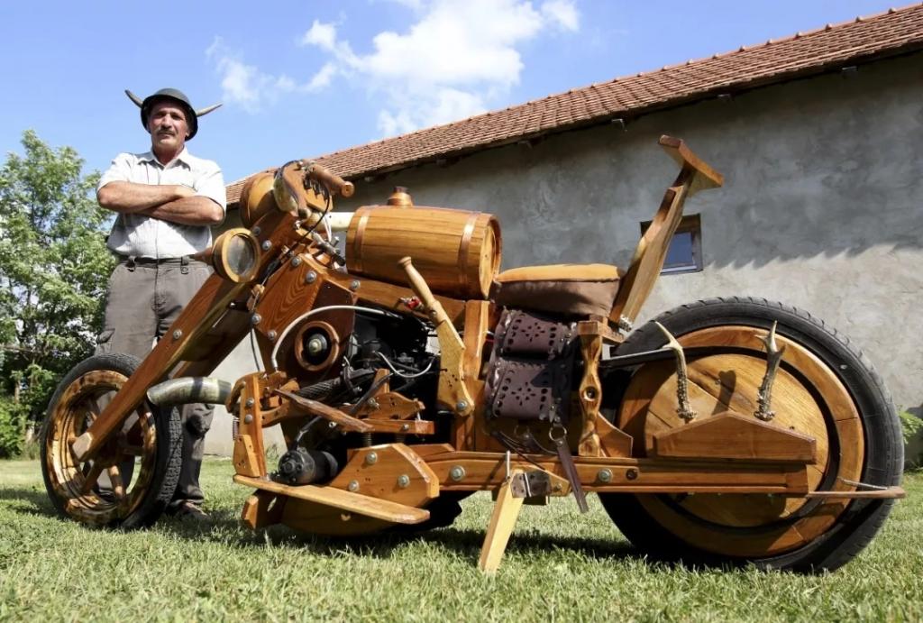 机车发烧友手工打造木质摩托,可以上路飞驰的艺术品