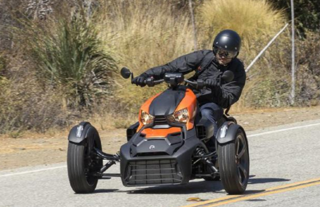 """摩托界中的""""宝马""""!900CC三缸引擎,ABS+V"""