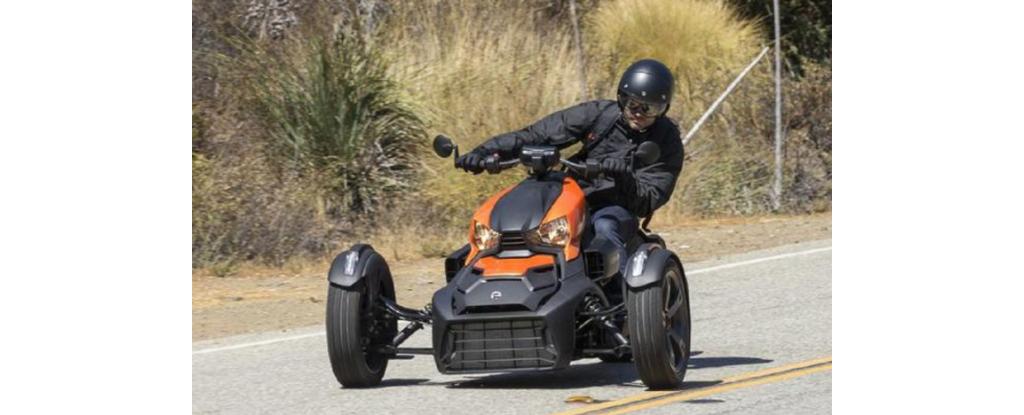 """摩托界中的""""宝马""""!900CC三缸引擎,ABS+VSS,能越野,约5万多"""