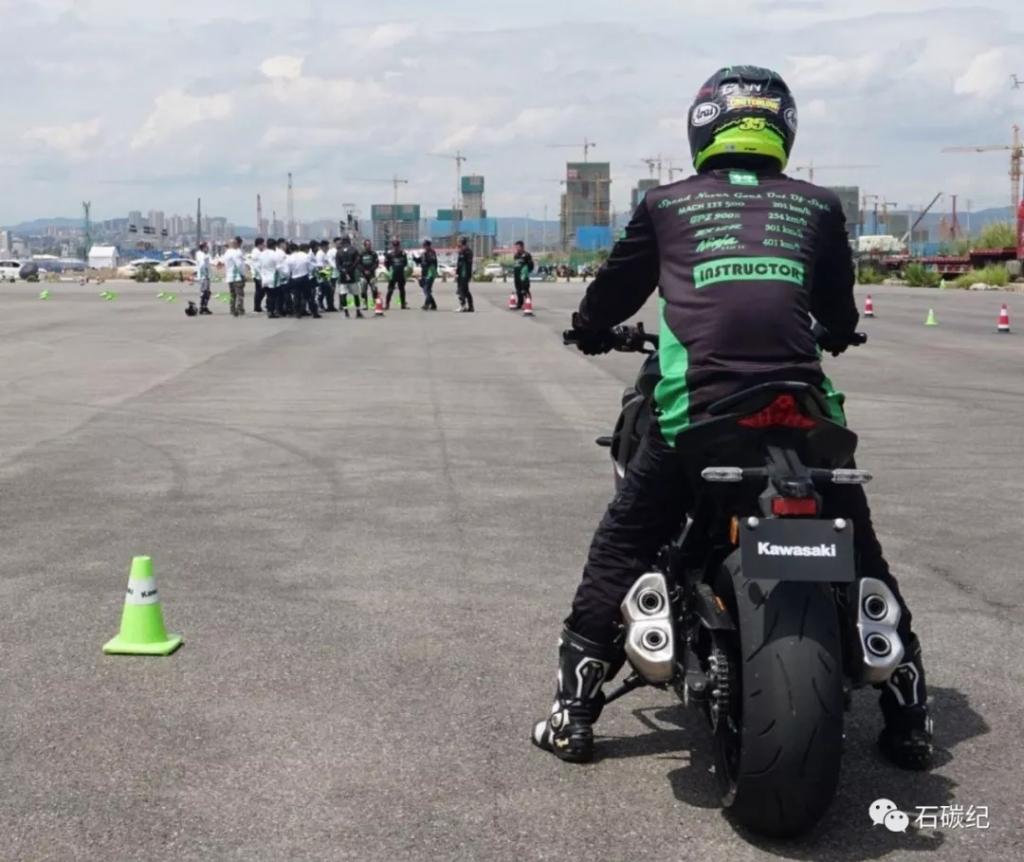 干货!分享给你如何正确的使用摩托车刹车,从而有效避免摔车!