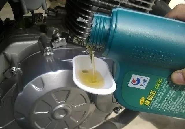 万博Bet车机油到底怎么换,什么时候换?