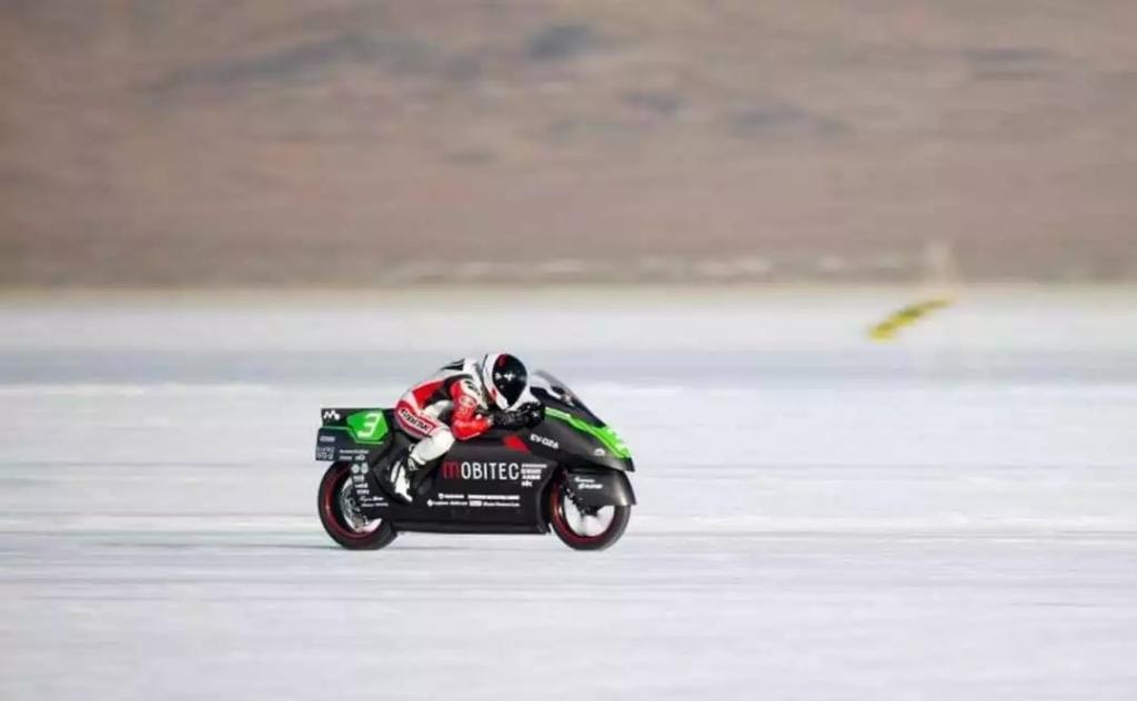 日本团队打破电动摩托车世界最快纪录!!