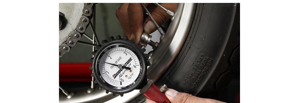日本摩托老技师教你正确检查胎压和维护链条!全是干货