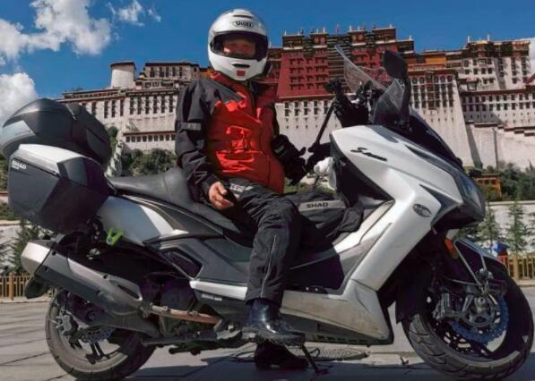 光陽賽艇400踏板摩托車摩旅之駕白龍馬闖西