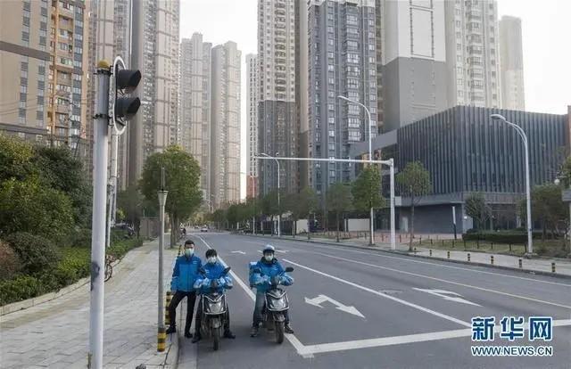 """外媒点赞武汉外卖小哥:  万博Bet车运送着希望,他们是中国重要的""""动脉"""""""