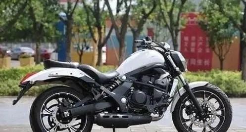 吉利不仅会制造汽车,而且还能生产摩托车,