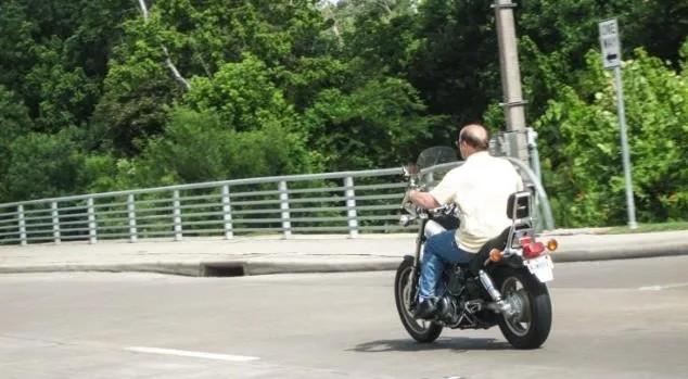 美国密苏里州废除头盔法 不再强制骑摩托佩