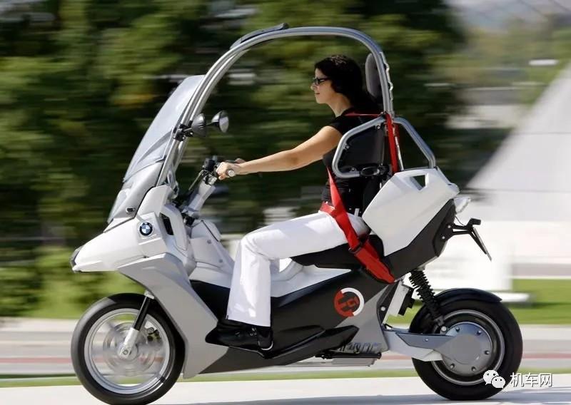 宝马新专利电动摩托车,带车顶、安全带、安