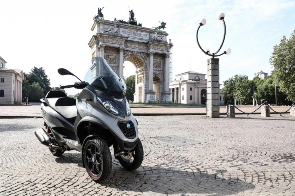 全新 Piaggio MP3 500 hpe Sport 强势登陆2020摩博会